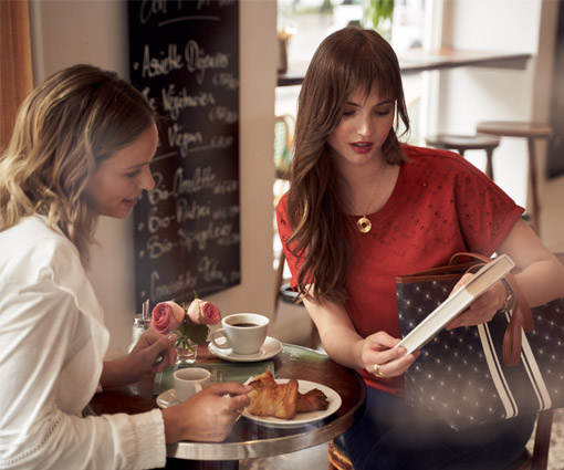 Gewinnen Sie lässig-elegante Damenmode & Accessoires von Tchibo! Teaser Bild
